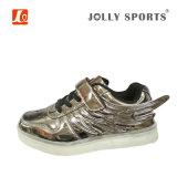 男の子の女の子の子供のための新しい履物の方法料金LEDの軽いスポーツの靴