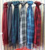 人の方法カシミヤ織のフリンジ(YKY4048-2)が付いている羊毛アクリルの冬のスカーフ
