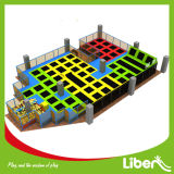 Bunter Hochsprung-Sport-Trampoline-Park