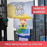 Il poliestere promozionale progetta la bandierina per il cliente di sport, facente pubblicità alla bandierina