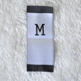 Escritura de la etiqueta tejida fondo azul para la ropa