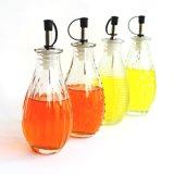 Bottiglia di vetro moderna di Ribbled in articolo da cucina di cristalleria