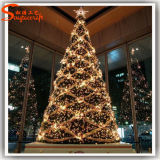 O diodo emissor de luz ao ar livre direto da decoração da fábrica ilumina a árvore de Natal