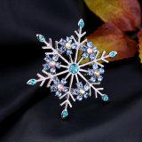 Brosche der einfachen eleganten blendenkristall verzierten Schneeflocke-Form-Frauen
