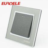 灰色の版の黒ボタン16A/250Vの円形の壁スイッチ