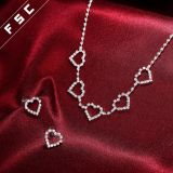 De Juwelen van het Huwelijk van het Kristal van de Vorm van het Hart van de liefde voor Vrouwen worden geplaatst die