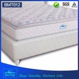 OEMは3 Bonnellのばねおよび泡の層の折るマットレス24cmのデラックスな枕上デザインを圧縮した