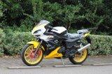 空気によって冷却されるスポーツのモーターバイク