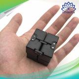 金属の無制限の魔法の立方体の無限多次元デジタル指は子供のおもちゃのための無限立方体の無限立方体をひっくり返す