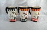 Tazza di caffè di ceramica rotonda con la decorazione del cuoco unico