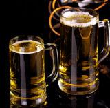 Taza de cerveza de cristal con la maneta. Taza de cristal a prueba de calor de la alta calidad