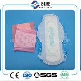 usine estampée bleue de serviette hygiénique de vente chaude d'utilisation de nuit de 320mm
