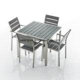フォーシャンの工場白いPEの柳細工の庭の家具の正方形のダイニングテーブル