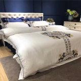 Het Dekbed van de Luxe van de Reeksen van het Beddegoed van de Inzameling van het hotel voor Slaapkamer wordt geplaatst die