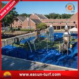 運動場のための多色刷りの青い人工的な草の使用