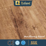 12.3mm E0 HDFのビニールの板によって浮彫りにされる木製の木の薄板にされた積層のフロアーリング