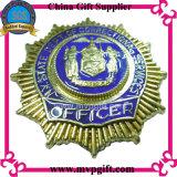 금속 경찰은 지갑 홀더로 명찰을 단다