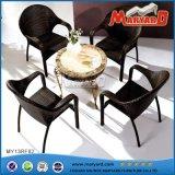 안뜰 가구 의자와 테이블