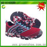 スポーツの靴を実行している方法多彩な子供