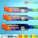 Um wristbands impressos do E-Bilhete NTAG213 do uso do tempo
