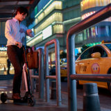 Mooov scooter électrique pliable bleu de coup-de-pied de 6 pouces avec la batterie amovible