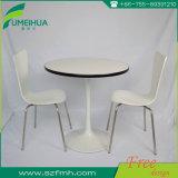 白いカラー12 mmの厚さのダイニングテーブルHPLの上