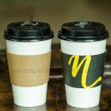 Funda respetuosa del medio ambiente de la taza del 100% en papel con insignias de encargo