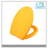 Siège des toilettes fleuri de couleur de cuvette en céramique avec la forme ronde