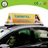 ライトボックスを広告するタクシーの屋根の上の印LED