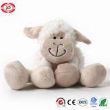 Jouet bourré mou mignon se reposant de peluche de moutons brodé par agneau
