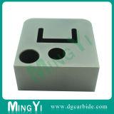 穴が付いているブロックを見つけるカスタム精密DIN合金