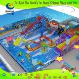 大きい球のプールの魔法のスライドが付いている屋内Chidrenの運動場