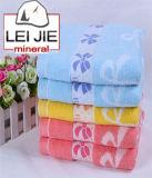 中国の製造者の卸売の白い綿のホテルの表面手の浴室タオル