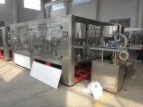 Machine de remplissage en plastique complètement automatique de l'eau