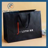 Bolsa de papel negra de lujo con la impresión del cedazo (DM-GPBB-068)