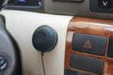 Las manos liberan el kit del coche de Bluetooth con voz que habla clara