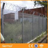 Frontière de sécurité soudée de triangle de fil enduite par poudre