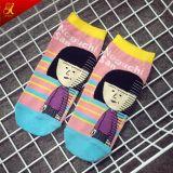 Le ragazze del cotone hanno modellato i calzini della caviglia