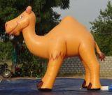 Facendo pubblicità all'animale gonfiabile del cammello da vendere