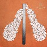 Merletto a foglie rampanti quadrato 100% del ricamo di Polyesther nel merletto del collare di accoppiamenti