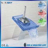 Taraud de mélangeur carré de bassin de salle de bains de Waterfal DEL de support de paquet
