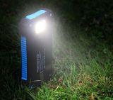 Côté de pouvoir avec la lampe-torche légère intense, mini côté imperméable à l'eau portatif DEL 10000mAh d'énergie solaire