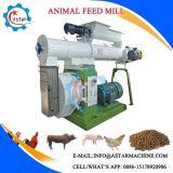 Bestiame multicolore che alimenta il laminatoio della pallina dell'alimentazione pollame/della strumentazione