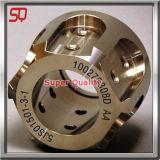 Pezzo meccanico del metallo dal tornio di CNC che elabora macinazione