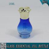 bottiglia di olio essenziale blu di vetro di colore 20ml con la protezione dell'alluminio del fiore