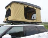 自動速い開いたキャンプテント自動車の屋根の上のテント