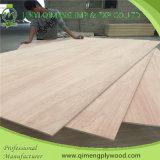El producto y exporta la madera contrachapada del cedro de lápiz de 12m m con la marca de fábrica de Qimeng