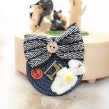 シロクマのハンドメイドの弓結び目の濃紺のジーンの円形の大きいブローチ