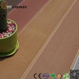 Couverture en plastique en bois de terrasse imperméable à l'eau
