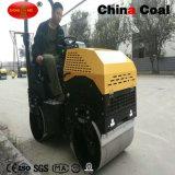 1.3 Tonnen Benzin-doppelte Trommel-hydraulische Vibrationsstraßen-Rolle fahrend